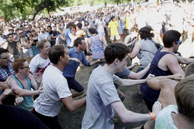 Crowd 2 (620x413)